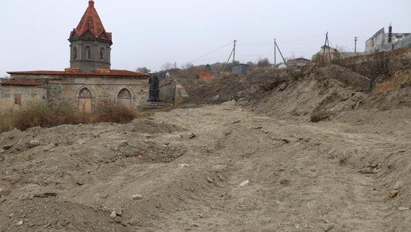 Осенью в Феодосии на прилегающих к храму Святого Георгия площадях одна за другой стартовали две стройки