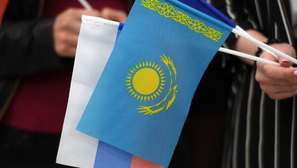 Флаги Казахстана и России во время посещения президентом Казахстана Нурсултаном Назарбаевым Казанского (Приволжского) федерального университета.