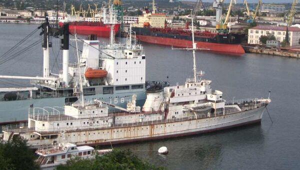 Корабль Ангара – он же Hela - в Южной бухте Севастополя
