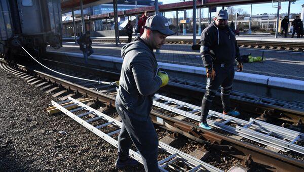 Силачи в Крыму сдвинули с места 800-тонный поезд