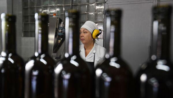 Розлив вина на заводе «Массандра»
