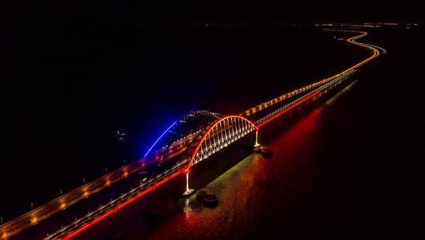 Крымский мост подсветили по-новому - фотофакт