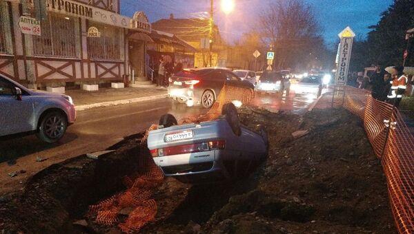 Машина перевернулась на крышу