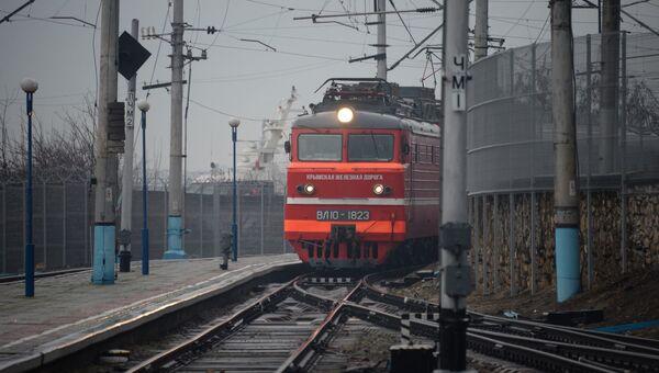 Первый поезд после пятилетнего перерыва прибывает в Севастополь