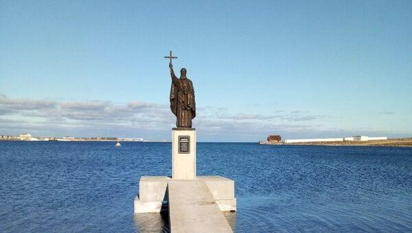 В Севастополе установили памятник Святому Клименту