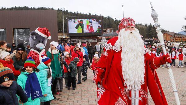 Всероссийский Дед Мороз принял участие в открытии метеостанции в Архызе