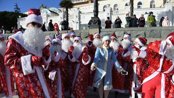 Как проходил Мороз-парад в Ялте - видео