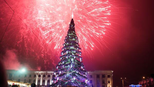 Салют в честь Нового года в регионах России