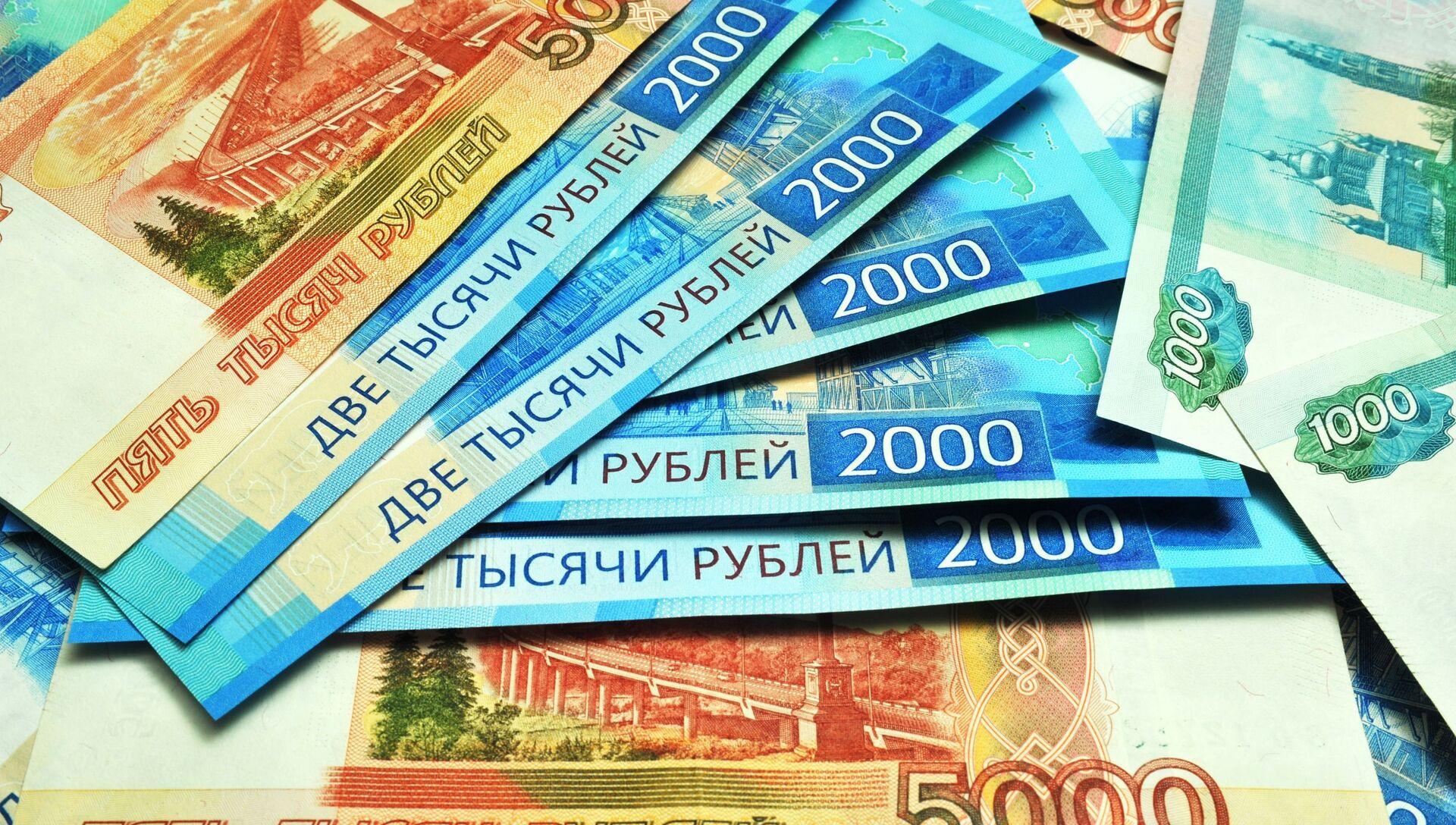 Банкноты номиналом 1000, 2000 и 5000 рублей - РИА Новости, 1920, 03.08.2021