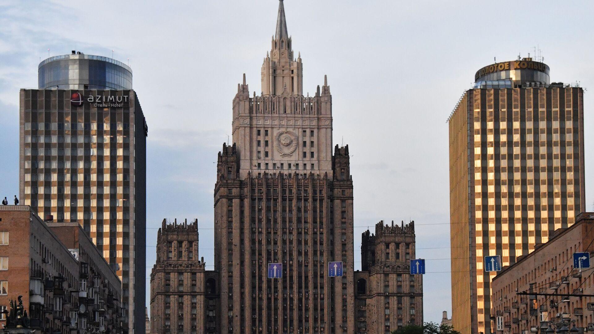 Здание Министерства иностранных дел РФ на Смоленской-Сенной площади в Москве - РИА Новости, 1920, 13.04.2021