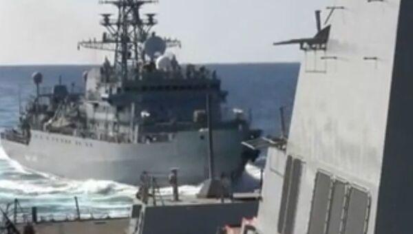 Российский корабль и американский эсминец чуть не столкнулись в Аравийском море