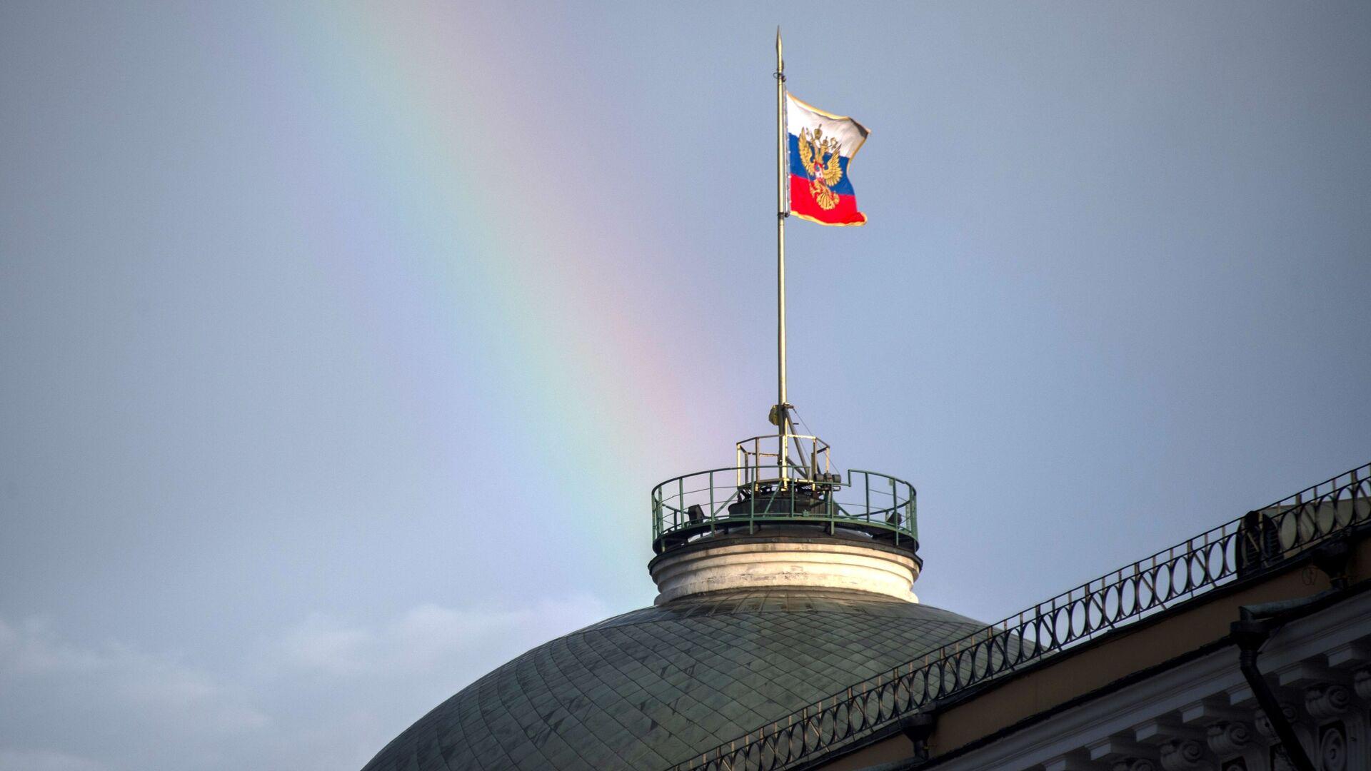 Флаг России над зданием Большого Кремлевского дворца. - РИА Новости, 1920, 21.09.2021