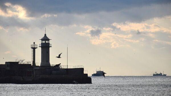 Корабли в шторм вышли на рейд в Ялтинском порте