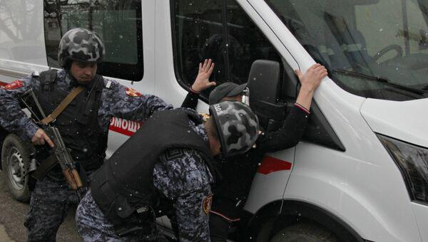 В Крыму росгвардейцы спасли бригаду скорой от дебоширов - видео