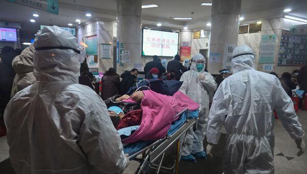 Пациенты в госпитале Красного креста в Ухани, Китай