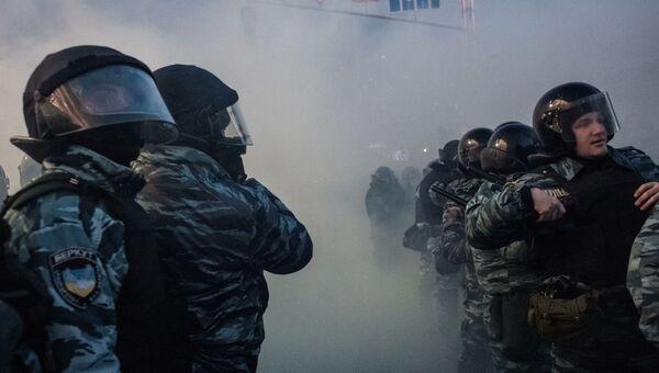 Спецподразделение Беркут пресекает попытки перекрыть Крещатик