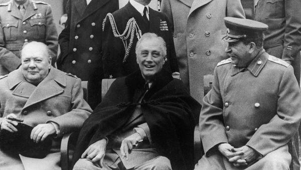 Премьер-министр Великобритании Уинстон Черчилль, Президент США Франклин Делано Рузвельт и Маршал СССР Иосиф Сталин