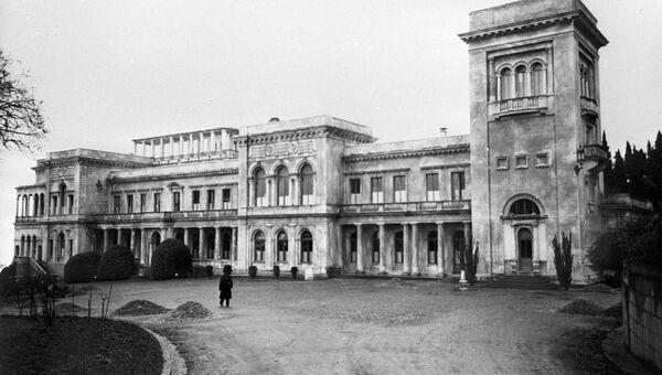 Ливадийский дворец, где прошла Ялтинская (Крымская) конференция союзных держав (4 - 11 февраля 1945).