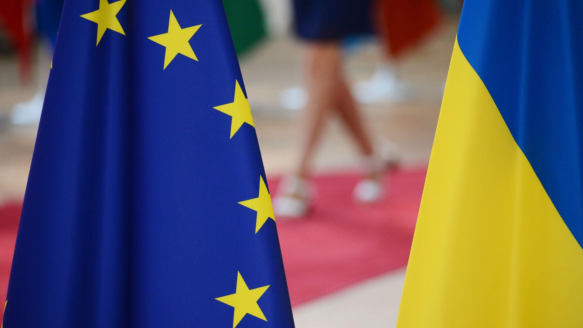 Флаги Украины и Европейского Союза - РИА Новости, 1920, 12.10.2021