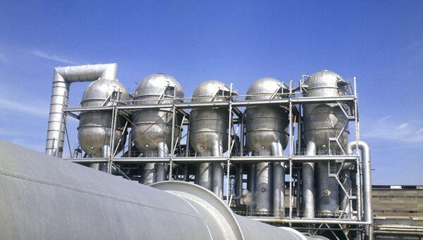 Завод по опреснению морской воды в городе Шевченко (ныне Актау, Казахстан)