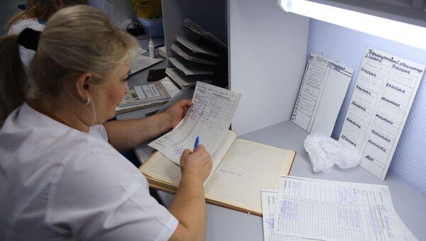 Медицинская сестра на посту в клинической больнице №5 в Волгограде