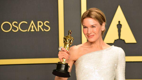 Американская актриса Рене Зеллвегер на вручении премии Оскар