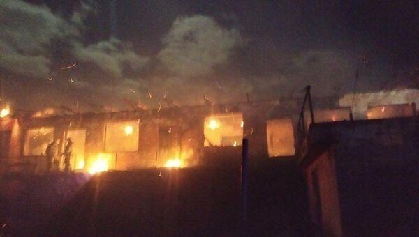 В Керчи на пожаре мужчину придавило обгоревшей крышей