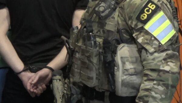 ФСБ России пресекла деятельность контрабанды оружия и наркотических средств