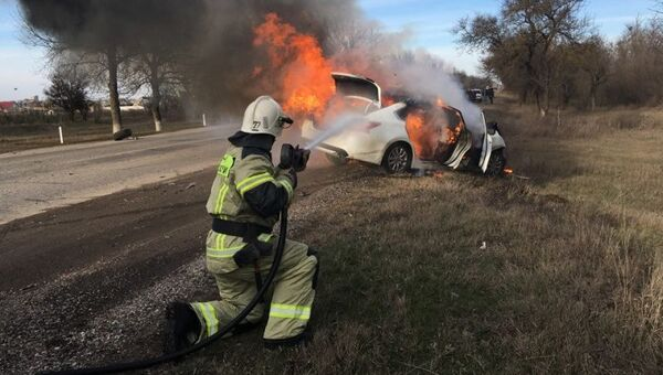 Столкновение и пожар: в Крыму в результате ДТП загорелось авто