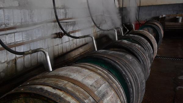 Пропаривание бочек на на заводе марочных вин Коктебель