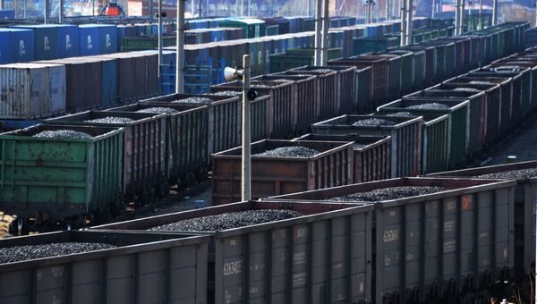 Сортировка грузовых поездов. Архивное фото