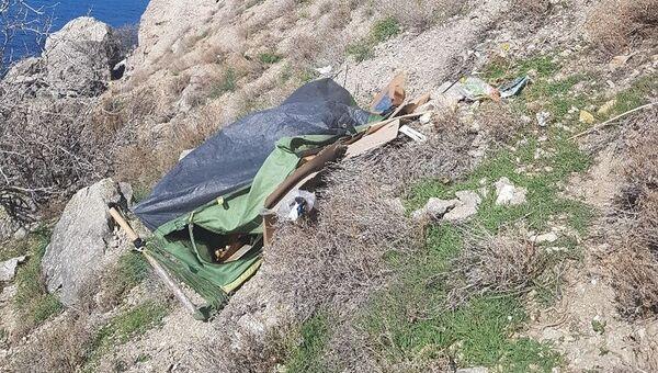 Палатка отшельницы, найденная в скалах неподалеку от Судака