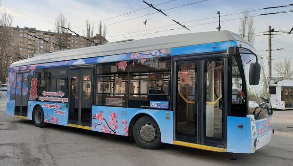 В Крыму появились праздничные троллейбусы