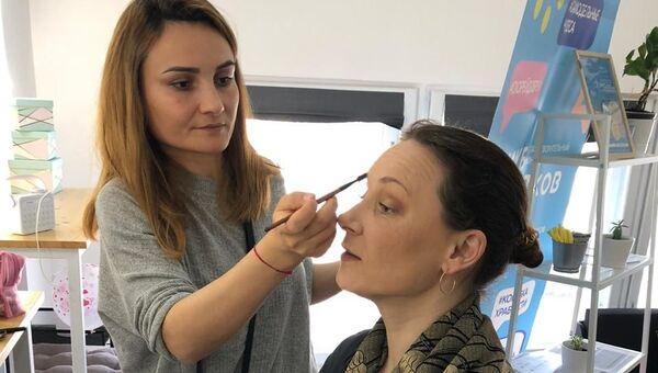В канун Международного женского дня крымский благотворительный фонд Клуб добряков организовал для мам особенных детей мастер-класс по созданию весеннего настроения с помощью косметики