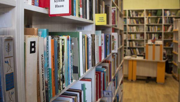 Библиотечные полки, детская библиотека