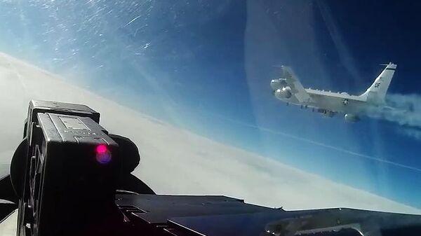 Перехват истребителем Су-27 самолета-разведчика США над Балтикой
