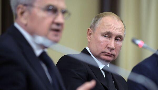 Президент РФ В. Путин встретился с судьями Конституционного Суда