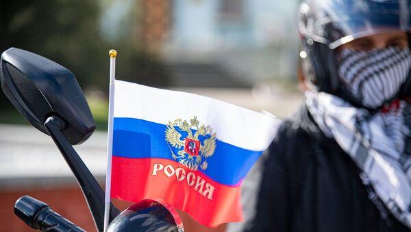 Флаг России на праздновании Крымской весны