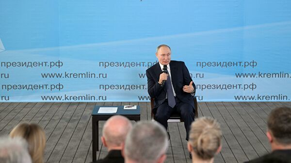 Президент Путин на встрече с общественностью в Севастополе