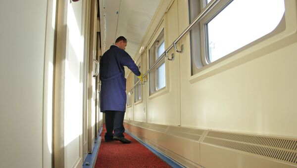 Проводниковая чистка: как обрабатывают поезда в Крым