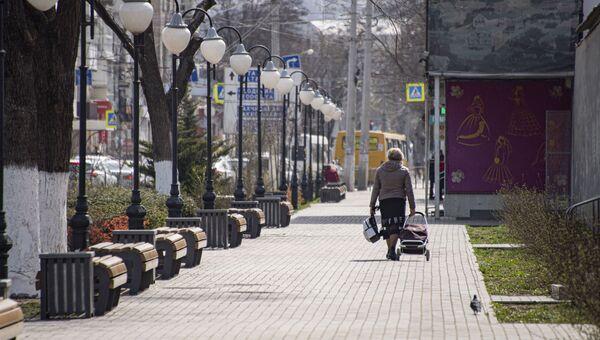 Симферополь на карантине пустые улицы Центральный рынок женщина с тележкой