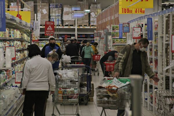 При этом количество покупателей в одном из самых популярных ТЦ Симферополя Ашан снизилось незначительно.