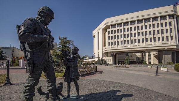 Здание госсовета памятник вежливым людям