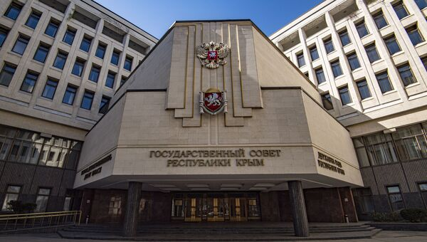 Здание госсовета Крыма весна