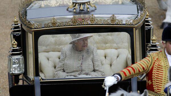Королева Елизавета II в карете, Лондон. 8 июня 2019 года.