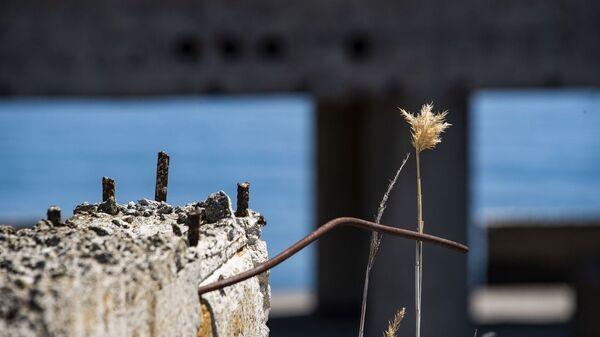 Разрушенное здание на ЮБК