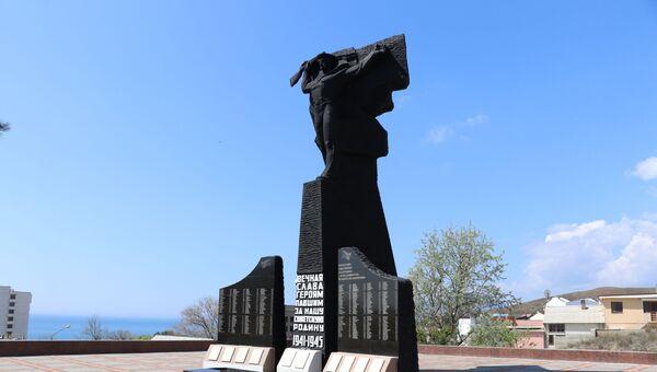 Мемориал памяти павших в 1941-1945 в Феодосии