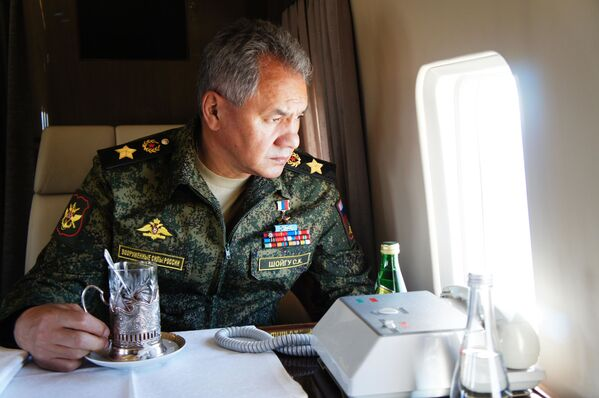 Министр обороны России Сергей Шойгу во время облета забайкальского полигона Цугол