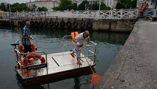 В Севастополе презентовали катамаран для уборки мусора