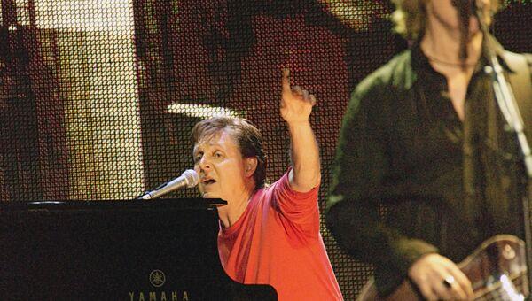 Легендарный певец и композитор Пол Маккартни впервые за свою 40-летнюю карьеру выступает в Москве на Красной площади. 2003 год